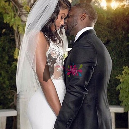 This couple has seen some escandalo as well  According to the blogs  he was still married to his now ex wife Torrei when he began dating the new Mrs  Hart  shewriteablog